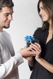 Happy couple with gift box Royalty Free Stock Photography