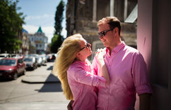 Happy couple have fun in the city Royalty Free Stock Images
