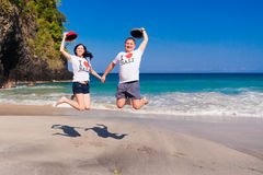 Happy couple jumping at the beach Royalty Free Stock Photography