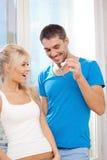 Happy couple with keys Royalty Free Stock Photos