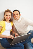 Happy couple with laptop computer Royalty Free Stock Image