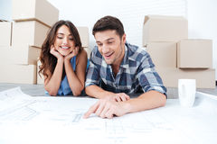 Happy couple looking at new house blueprints Royalty Free Stock Photos