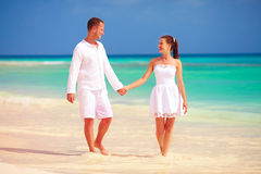 Happy couple in love walking on tropical beach Royalty Free Stock Photography