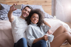 Happy couple making a selfie together Royalty Free Stock Photos