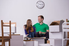 Happy couple moving out Royalty Free Stock Photography