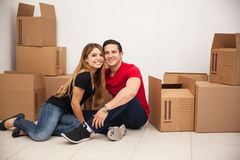 Happy couple moving in Royalty Free Stock Photography