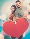 Happy couple with paper heart Royalty Free Stock Photos