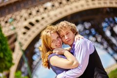 Happy couple in Paris under the Eiffel tower Royalty Free Stock Photos