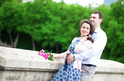 Happy couple with pink roses Royalty Free Stock Images