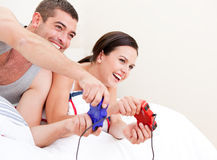 Happy couple playing video games Royalty Free Stock Photos