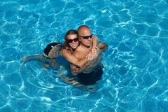 Happy couple in pool Stock Photography