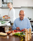 Happy couple preparing vegetarian food and doing housework Royalty Free Stock Photos