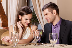 Happy couple in a restaurant Royalty Free Stock Photography