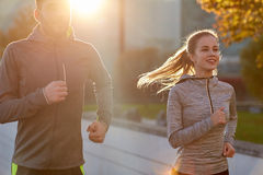 Happy couple running outdoors Royalty Free Stock Photos