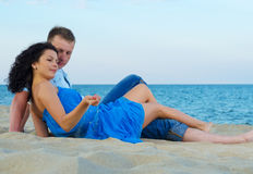 Happy couple by the sea Royalty Free Stock Images
