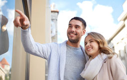 Happy couple shopping and looking at shop window Royalty Free Stock Photography