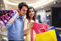 Happy couple in shopping mall Royalty Free Stock Image