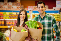 Happy couple shopping together Royalty Free Stock Photos