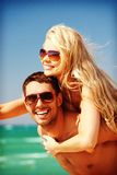 Happy couple in sunglasses on the beach Royalty Free Stock Photography