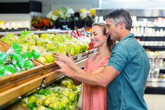 Happy couple at the supermarket Royalty Free Stock Images