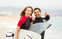 Happy couple with surf boards Stock Photography