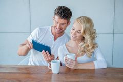 Happy couple surfing the web on a tablet Royalty Free Stock Photos