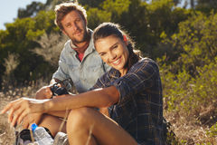 Happy couple taking a break on hike Royalty Free Stock Images