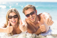happy couple thumbs up Royalty Free Stock Photos