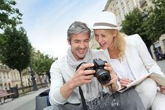 Happy couple of tourists in town Royalty Free Stock Photography