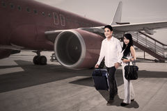 Happy couple traveling with airplane Royalty Free Stock Images