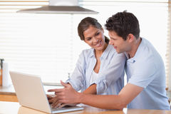 Happy couple using a laptop Royalty Free Stock Photo
