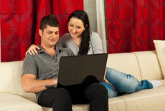Happy couple using laptop Royalty Free Stock Photos