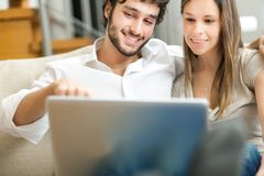 Happy couple using the laptop Royalty Free Stock Photography