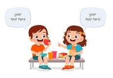 Free Happy Cute Kids Boy And Girl Eat Together Royalty Free Stock Photos - 167740948