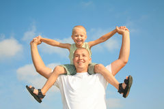 Happy dad with his son, smiling at the blue sky Royalty Free Stock Images