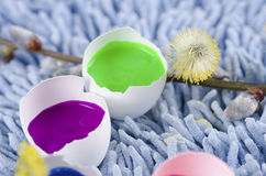 Happy Easter decoration with colorful egg shells. And spring flowers Royalty Free Stock Photography
