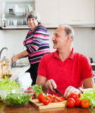 Happy elderly couple doing chores Royalty Free Stock Images