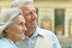 Happy elderly couple embracing Royalty Free Stock Photos
