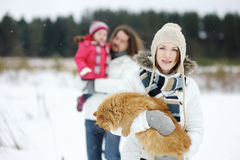 Happy family and a cat on a winter day Royalty Free Stock Photos