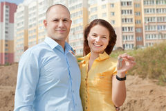 Happy family in front of home Royalty Free Stock Photography