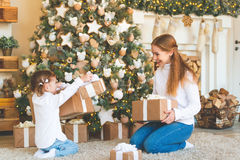 Happy family mother and child daughter on Christmas morning  tre Royalty Free Stock Photos