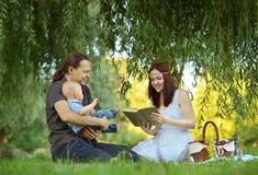 Happy family reading a book Royalty Free Stock Photos