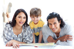 Happy family reading book together Royalty Free Stock Photos