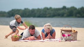 Happy family on vacation realaxing on the beach Royalty Free Stock Photos