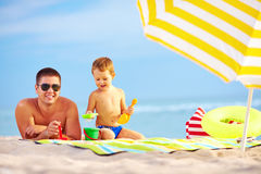 Happy father and child having fun on the beach Stock Photography