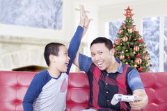 Happy father and child playing video game at home Royalty Free Stock Photos