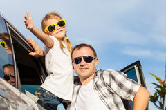 Happy father and daughter getting ready for road trip on a sunny Stock Photography
