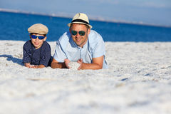 Happy father and son having fun at beach Royalty Free Stock Photos