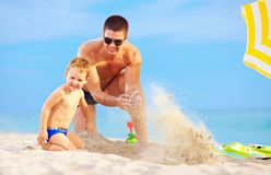Happy father and son having fun on the beach Royalty Free Stock Photography