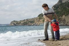 Happy father and son play on the beach Royalty Free Stock Photography